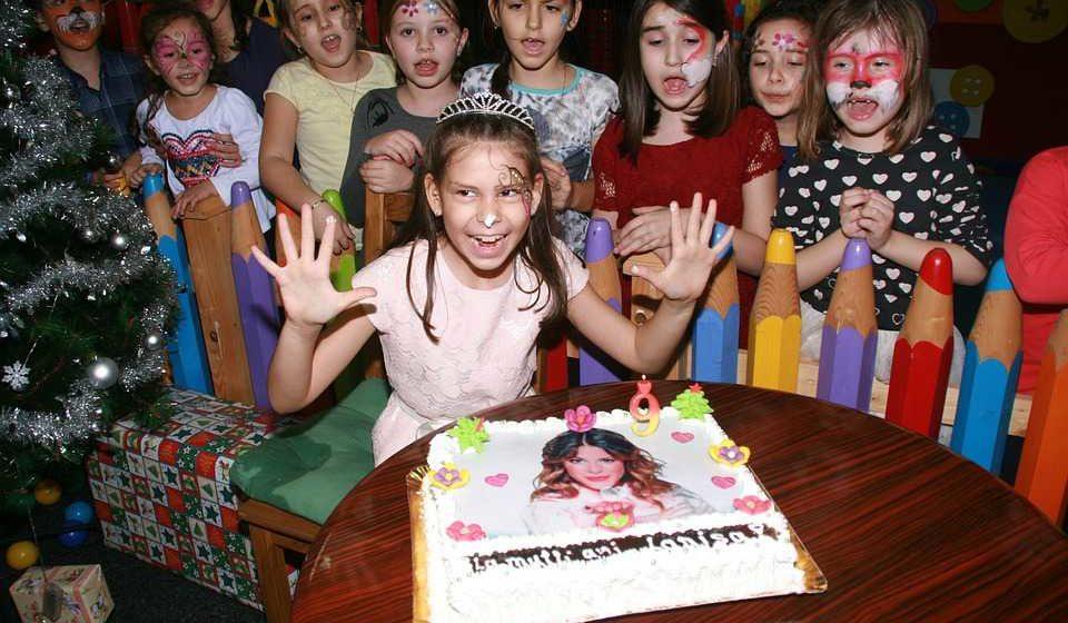 Lys og lagkage gør fødselsdagen perfekt