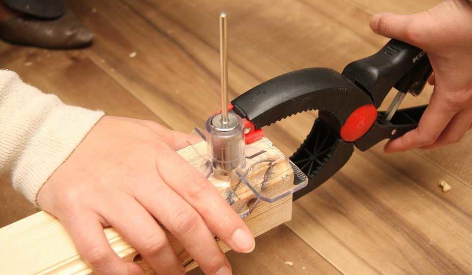 En tømrer kan hjælpe dig med nye vinduer på Bornholm